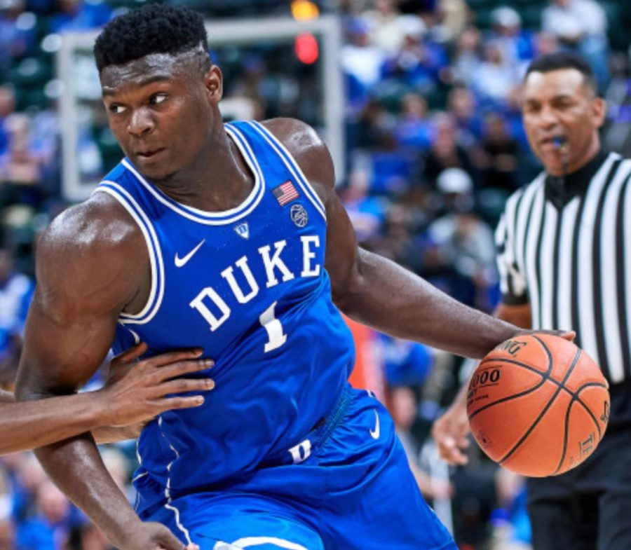 Should+Zion+Williamson+sit+out+and+prepare+for+the+NBA+draft%3F